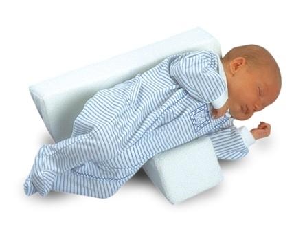 Kussen Voor Baby : Dit hellend kussen zorgt ervoor dat je baby tot maanden lichtjes